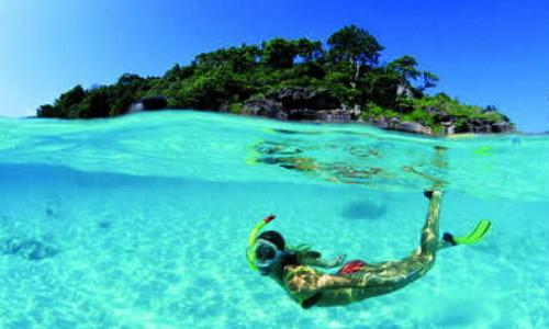 岛上水上运动项目很多,有游泳,钓鱼,浮潜,深潜,海底漫步,坐香蕉船,开