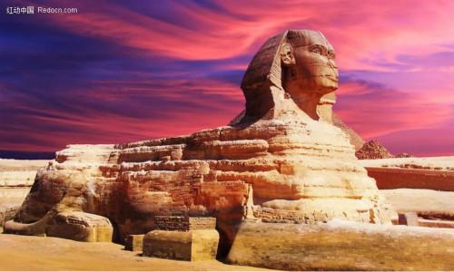 埃及基沙台地上,守卫着卡拉夫王金字塔已达五千年之